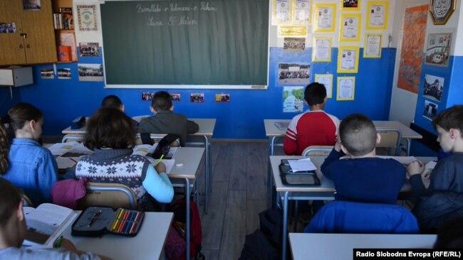 Zakon štetan za djecu u BiH (na fotografiji učenici škole u Živinicama)