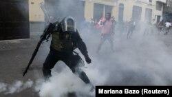 Сутички між протестувальниками і поліцією в Лімі, Перу, 26 грудня 2017 року