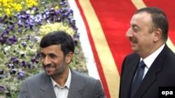 الهام علی اف، رییس جمهور آذربایجان (راست) همراه با محمود احمدی نژاد، همتای ایرانی خود