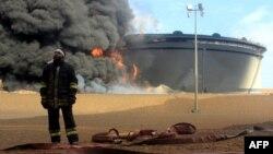 """Последствия атаки боевиков """"Исламского государства"""" на нефтехранилище в центральной Ливии. Январь 2016 года"""