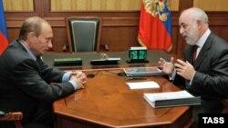 Rusiya - Vladimir Putin və Viktor Vekselberg (Arxiv)