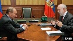 Негласное одобрение слияния РУСАЛа и СУАЛа было получено Виктором Вексельбергом от президента в Сочи