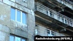 16-поверхівка у Шахтарську, що горіла внаслідок обстрілів у 2014 році
