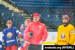 Галоўны трэнэр Дэйв Льюіс