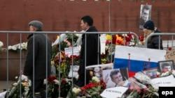 На месте убийства Бориса Немцова в центре Москвы. 2 марта 2015 года.