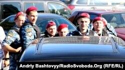 """Міліцыя на плошчы каля """"Ўкраінскага дому"""""""