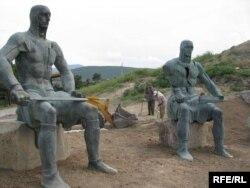 Мэмарыял памяці грузінскіх салдатаў, якія загінулі ў вайне 2008 году, Горы