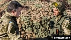 Порошенко во время инспекционной поездки в Донецк