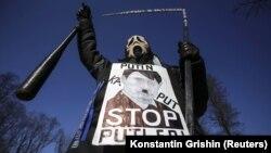 Під час акції протесту проти збройної агресії Росії щодо України. Київ, 9 березня 2014 року