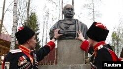 Петербурдагы казаклар Путинны Рим императоры итеп сурәтләүче һәйкәл куйды