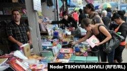 Ярмарка школьных учебников в Тбилиси, 15 сентября 2010