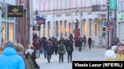 Паводле закону ўсе вулічныя шыльды мусяць мець інфармацыю на эстонскай мове