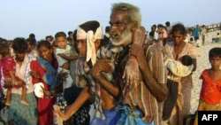 فرار غیرنظامیان از مناطق تحت کنترل ببرهای تامیل
