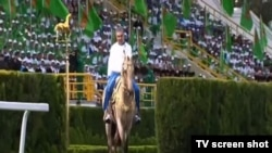 26 апреля Туркменистан отпраздновал день туркменского скакуна на фоне глобальной пандемии COVID-19.
