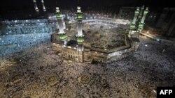 Arabi Saudite - Pamje e përgjithshme e faljes në Xhaminë e Madhe në Meka, (Ilustrim)