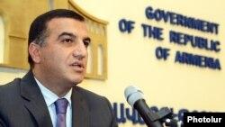 Министр труда и социальных вопросов Артем Асатрян