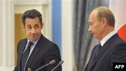 نيکولای سارکوزی، رييس جمهوری فرانسه در شب ديدار از مسکو ، روسيه را به برخورد های بيرحمانه با همسايگانش متهم کرد
