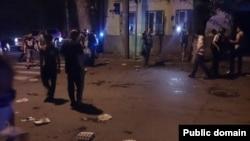 У здания консульства Украины в Ростове-на-Дону во время погрома