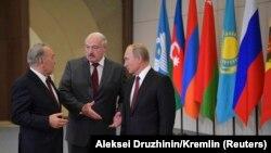 Уладзімір Пуцін, Аляксандар Лукашэнка і Нурсултан Назарбаеў падчас саміту ў Сочы