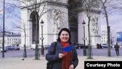 Париж қаласында тұратын Жазира Есбергенова. Сурет Жазираның Facebook парақшасынан алынды.