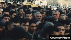 İsaxan Aşurov Şəhidlər Xiyabanını ziyarət edərkən. 20 yanvar 2004