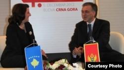 Predsjednica Kosova Atifete Jahjaga i predsjednik Crne Gore Filip Vujanović na regionalnom samitu, decembar 2012.