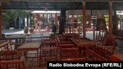 Затворени кафулиња во центарот на Скопје