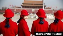 Қытай коммунистік партиясы құрылтайы ашылар алдындағы Тяньаньмэнь алаңы.