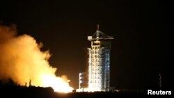 Старт ракеты са спадарожнікам.