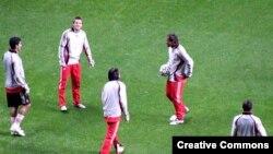 فوتبال پرتغال، که تيم ملی آن در جام جهانی ۲۰۰۶ به مقام چهارم رسيد، دارای سه تيم طراز اول پورتو، بنفيکا و اسپورتينگ است و تيم هايی مانند بلنن سی و براگا در رده بعدی هستند.