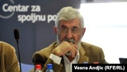 Pokušajte da zamislite našeg ministra vojnog Aleksandra Vulina da šest meseci ne spomene Hrvatsku. Ja to ne mogu da zamislim: Aleksandar Popov