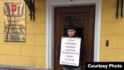 Русия президентының Татарстанда кабул итү бүлеге янында Радик Хәмидуллин