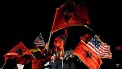 Podržavaoci pokreta Samoopredeljenje slave nakon objave izbornih rezultata
