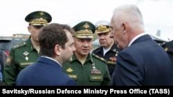 Ministrul rus al apărării Serghei Șoigu (centru) în regiunea Murmansk. 3 iulie 2019