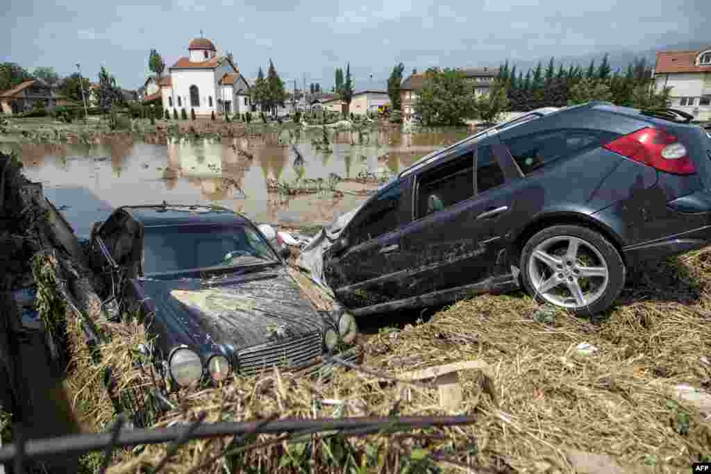 Vehicles damaged from flooding in the village of Stajkovci, near Skopje, Macedonia. (AFP/Robert Atanasovski)