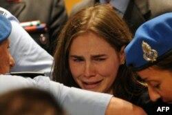 Американка Аманда Нокс під час винесення вердикту в Перуджі, де її визнали винною у вбивстві, 3 жовтня 2011 року