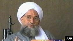 """Айман әл-Зауахири, """"Әл-Қаида"""" жетекшісі. (Сурет 2006 жылғы бейне жазбадан алынған)."""