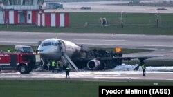 Самолет Sukhoi Superjet-100 после ликвидации возгорания в аэропорту «Шереметьево». 5 мая 2019 года