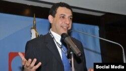 آقای زکا در ایران به ده سال حبس محکوم شده است