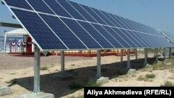 Сарыбұлақтағы күн электр станциясы. Алматы облысы, 22 маусым 2012 жыл.