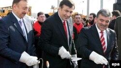 İlham Əliyev, Mikheil Saakashvili və Abdullah Gul Bakı-Tbilisi-Qars dəmiryolu xəttinin təməlqoymasında Tbilisi, 21 noyabr 2007