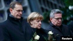 Michael Mueller, Angela Merkel i Thomas de Maiziere u Berlinu