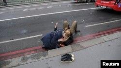 На месте теракта у британского парламента 22 марта 2017 года.