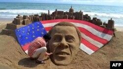 Индиски уметник направи песочна скулптура со ликот на претседателот Обама на плажа во градот Пури.