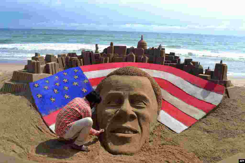 Indian sand artist Sudaran Pattnaik gives the final touches to his sculpture of U.S. President Barack Obama at Golden Sea beach in Puri following Obama's reelection on November 6. (AFP)