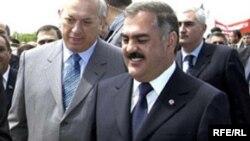 Naxçıvan Ali Məclisinin sədiri Vasif Talıbov (sağda)