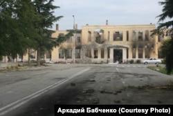 Разрушенное здание университета в Цхинвали