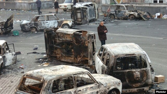 Armenia - Burned cars at the site of deadly clashes between opposition protesters and security forces in Yerevan, 2Mar2008.