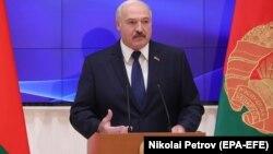 «Ми ніколи не збиралися і збираємося входити до складу будь-якої держави, навіть братньої Росії», – сказав Лукашенко, виступаючи в парламенті