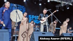 В центре Алматы проходит фестиваль этнической музыки The Spirit of Tengri. 6 июня 2015 года.